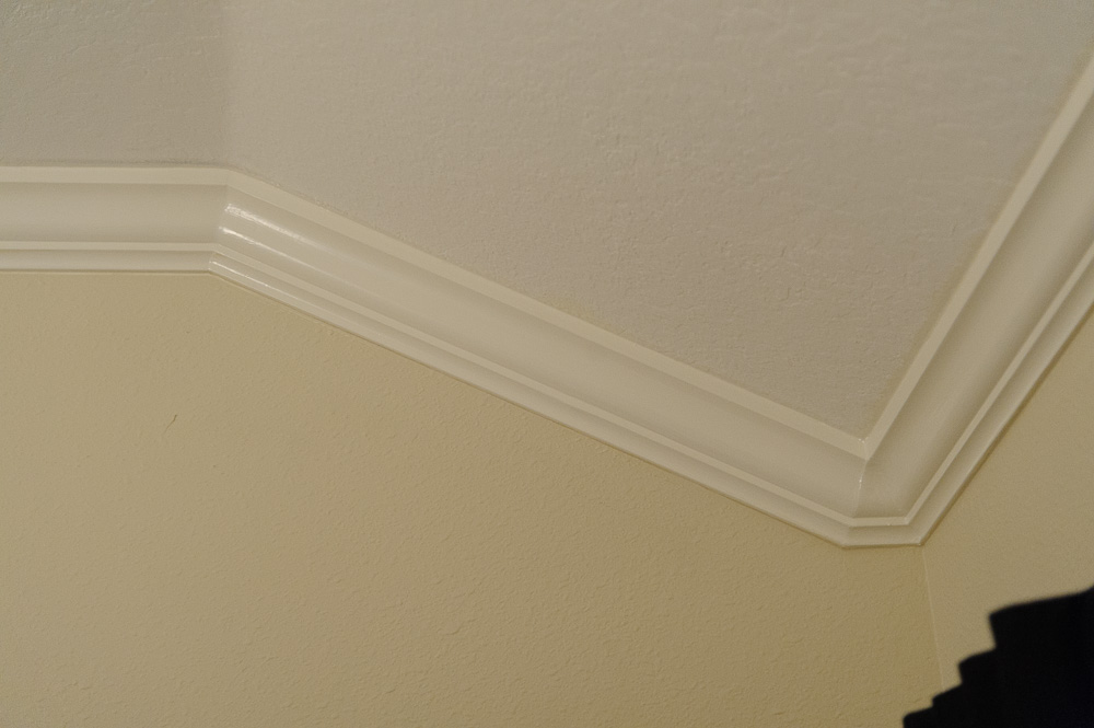 Vertical crown molding